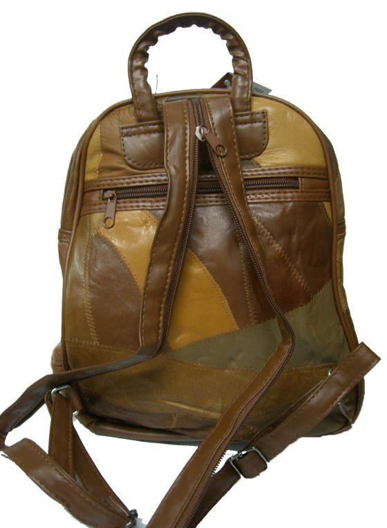 mochila de piel color marron